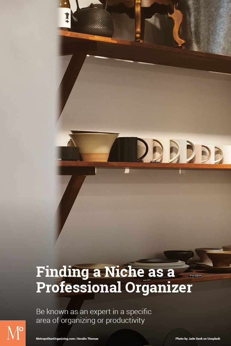 kitchen niche with shelves and coffee cups
